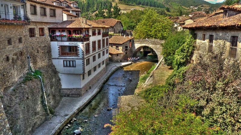 Potes pueblo más bonito de España