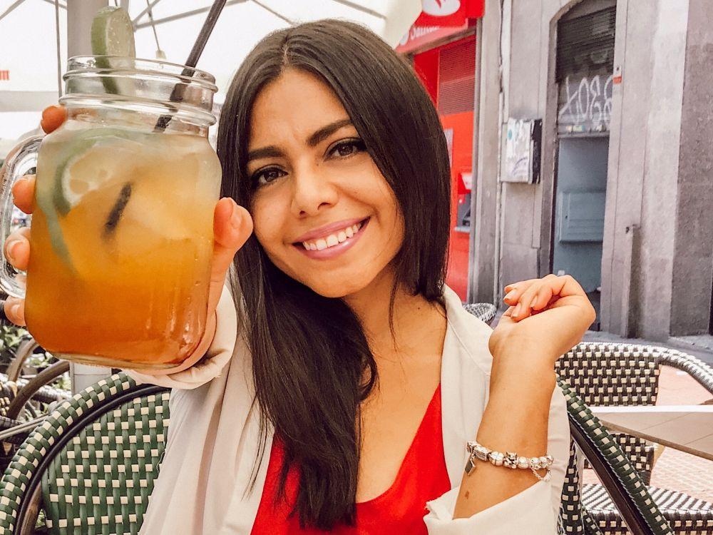 Karime en el restaurante SandOlá