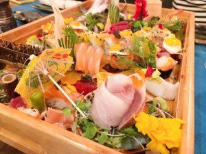 Bandeja de sushi del restaurante Kiboka