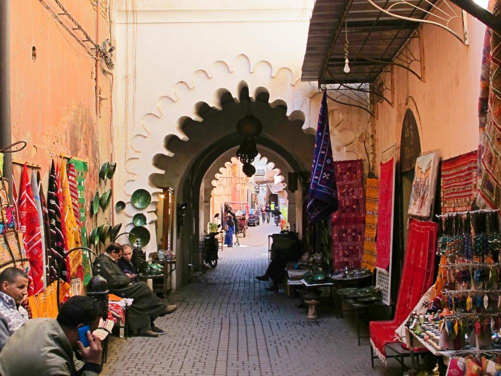 Razones para viajar a Marrakech callejuela